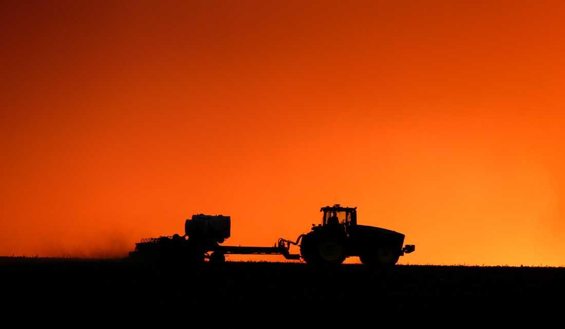 En bonde sår grödor i Iowa. Arkivbild.
