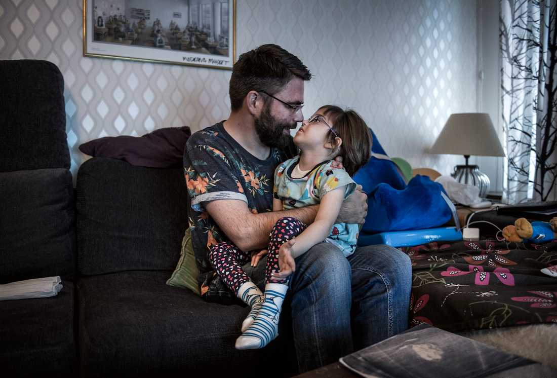 Selma, 5, bor varannan vecka hos sin pappa Jonas Lundmark och varannan vecka hos sin mamma.