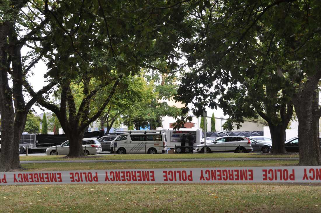 Avspärrningar utanför al Noor-moskén i Christchurch i Nya Zeeland efter dödsskjutningarna i mars.