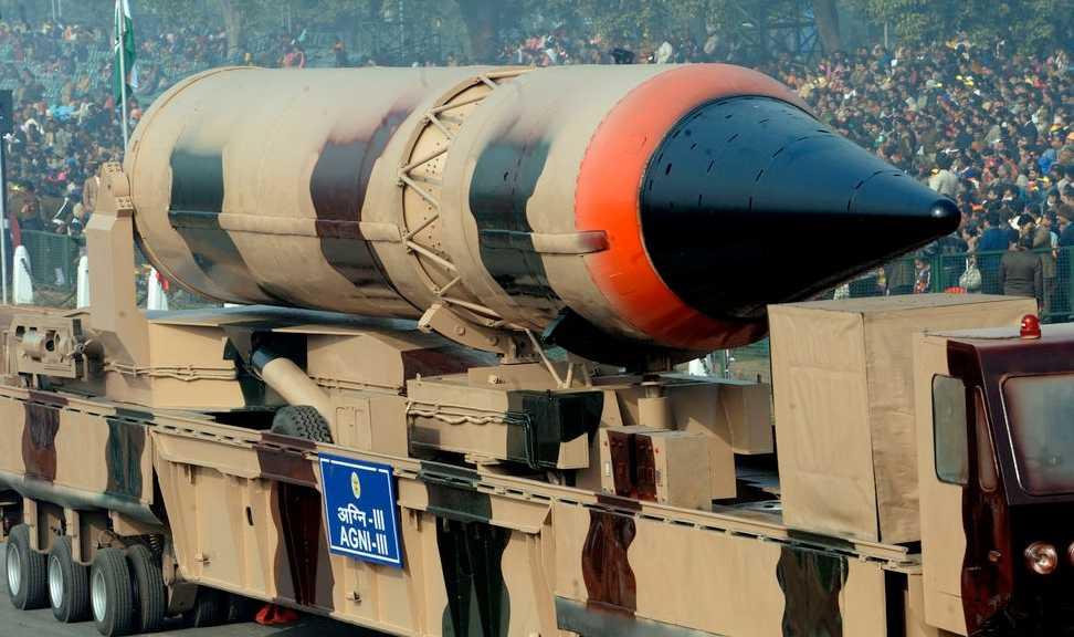 Indien visade upp missilen Agni III, som kan bära kärnvapen, för allmänheten. Bilden är tagen den 23 januari i år.
