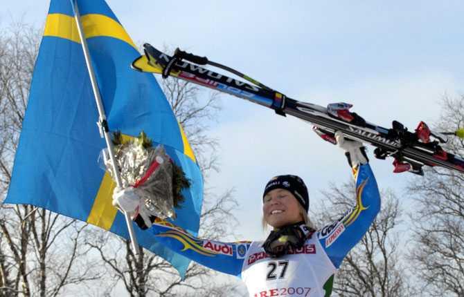 Åre(t)s tredje VM-guld Anja firar guldet i störtlopp.
