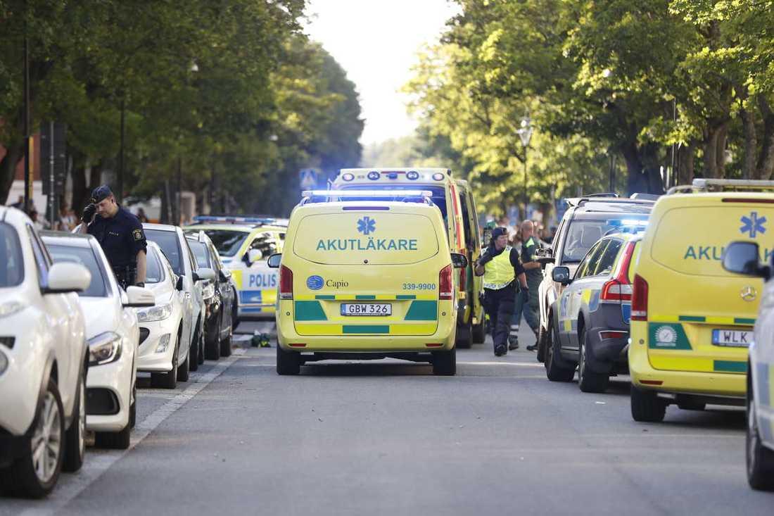 SOS Alarm säger att det har fyra ambulanser på plats där skjutningen skett.
