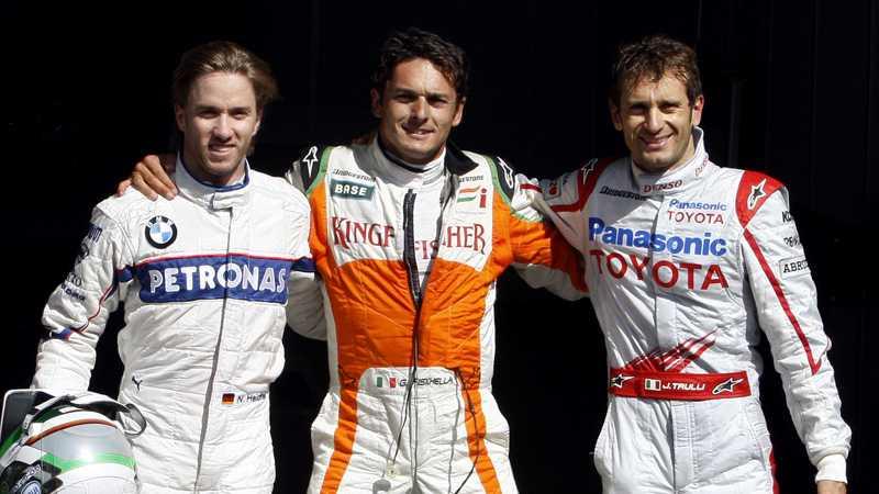 NÖJDA Nick Heidfeld, till vänster, startar trea, Giancarlo Fisichella statar från pole position och Jarno Trulli från den andra rutan.