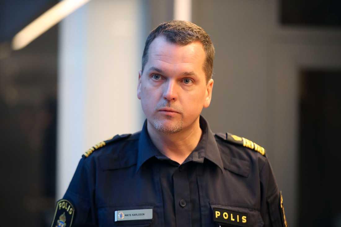 Malmöpolisens Mars Karlsson vid presskonferensen på fredagsförmiddagen.