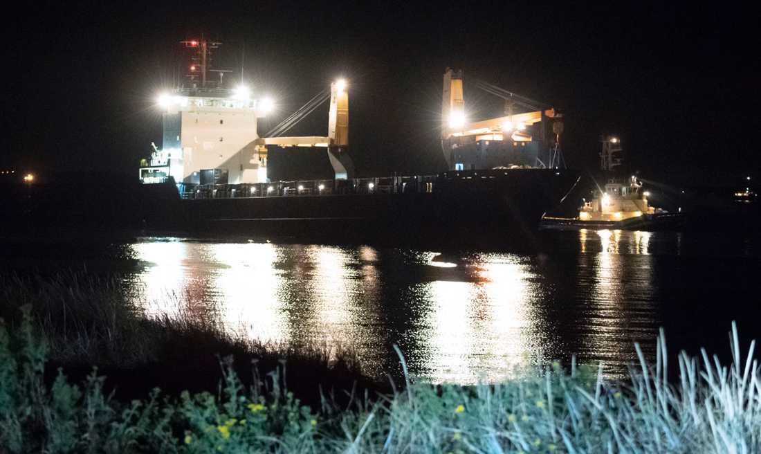 Grovt sjöfylleri misstänks vara orsaken till att fartyget gick på grund..
