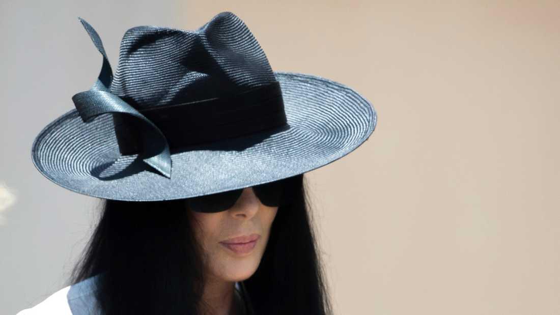 Cher anländer till minnesstunden för Gregg Allman.
