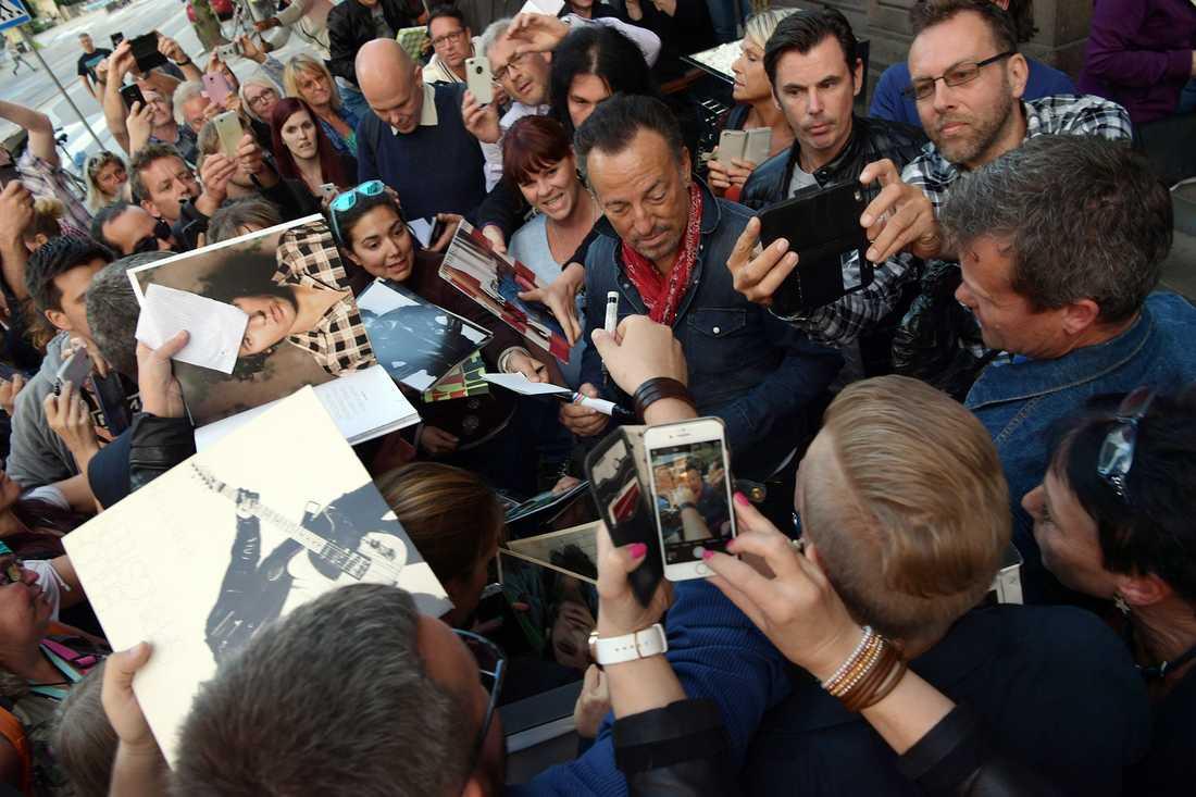 När Bruce Springsteen spelade i Göteborg i juni blev det kaos så fort han visade sig utanför hotellet.