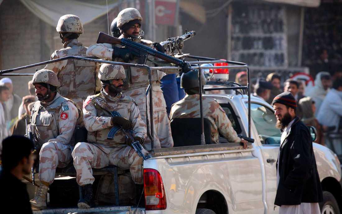 Pakistanska soldater på patrull i Baluchistans huvudstad Quetta. Arkivbild.