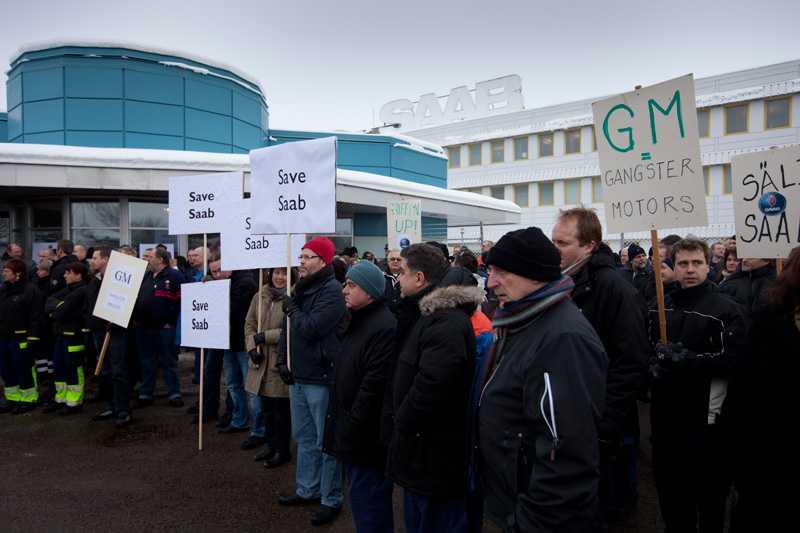 Tusentals anställda la ner arbetet för att delta i manifestationen.