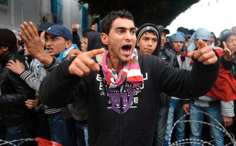 Protesterna i Tunisiens huvudstad Tunis fortsatte också under torsdagen.
