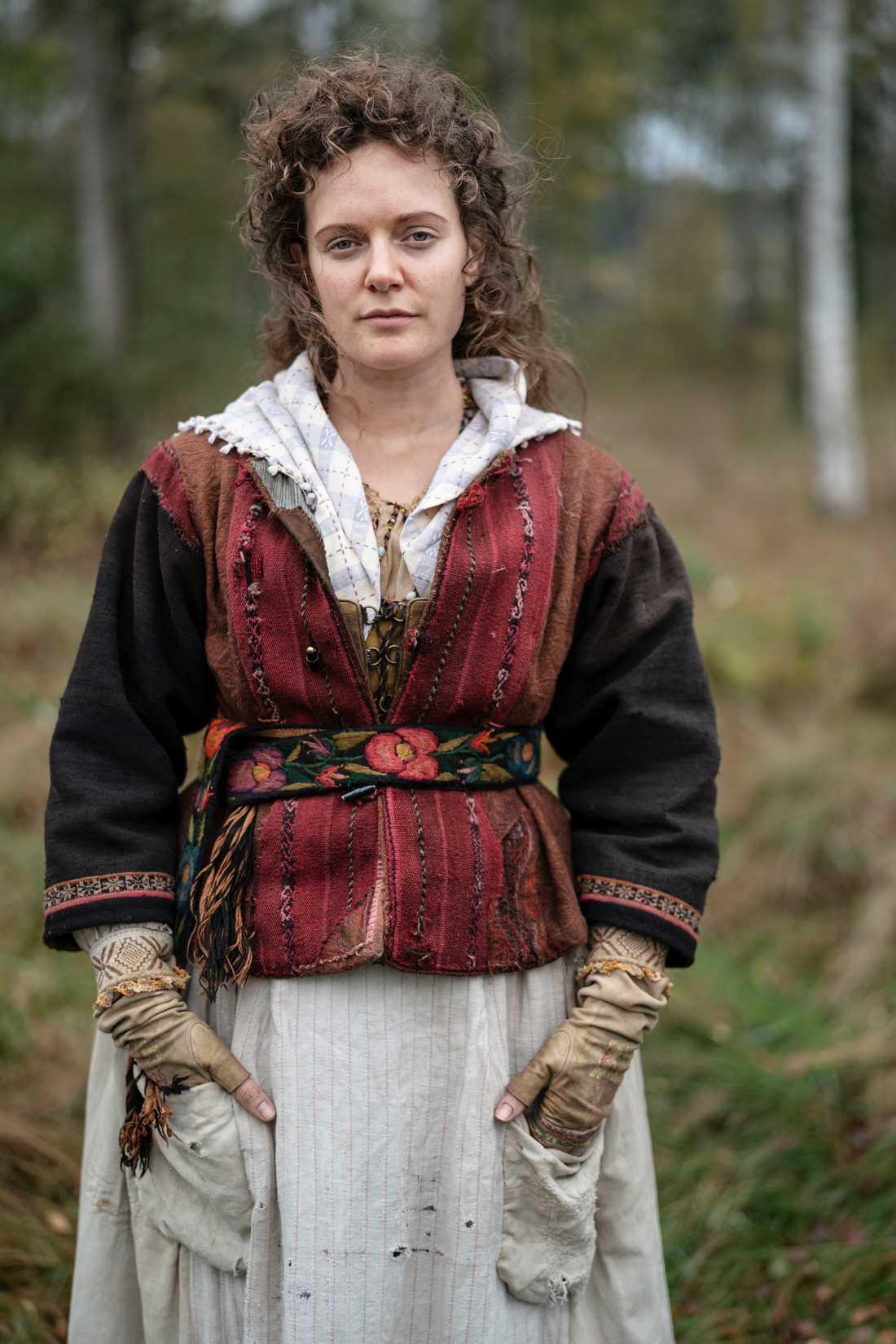 """Tove Lo som """"byhoran"""" Ulrika i sin första långfilmsroll. Relationen mellan Ulrika och Kristina är ett centralt tema i berättelsen."""