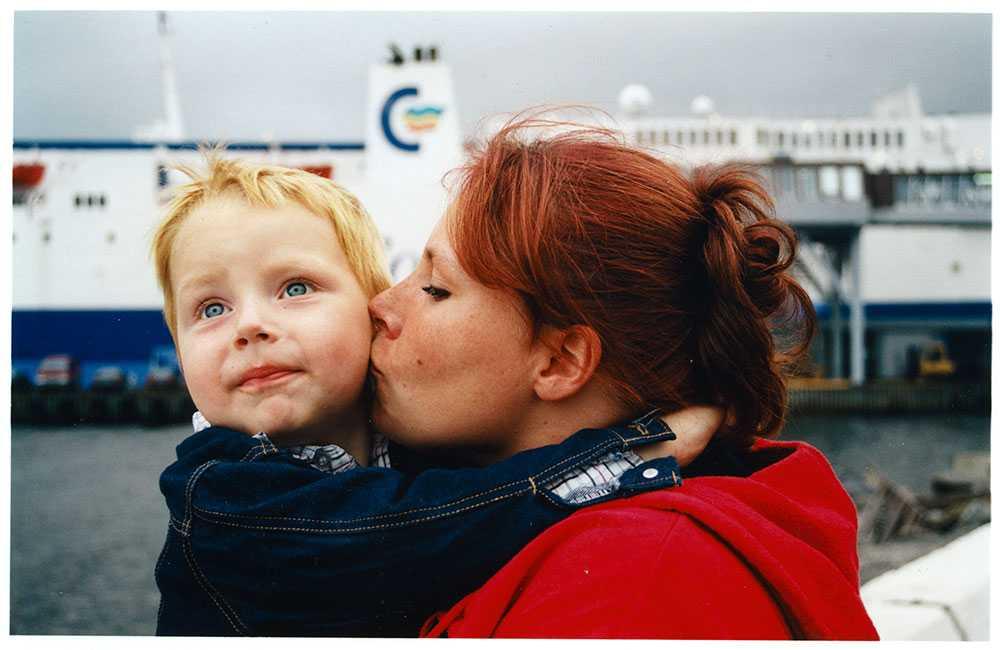 Odin och hans mamma Katrine. Odin är fyra år gammal och familjen ska åka på semester till Danmark.