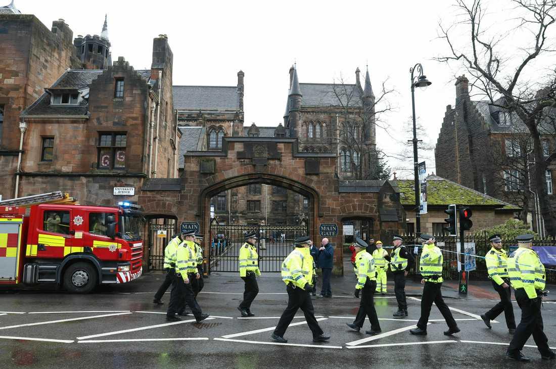 Polis har spärrat av vid universitetet i Glasgow.