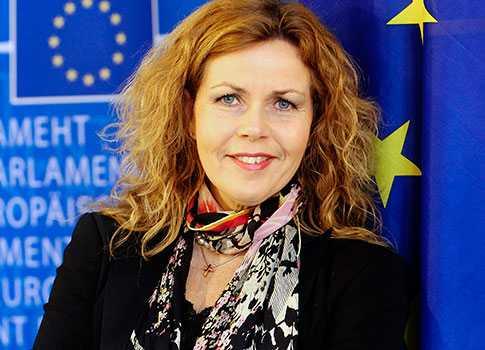 EU-parlamentarikern Cecilia Wikström tillhör Folkpartiet som är med i den liberala gruppen ALDE. Centerpartiet hör också till ALDE.