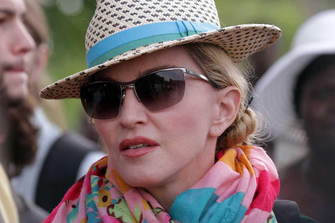 Madonna på besök i Malawi 2014. Sedan 2006 har hon varit engagerad i välgörenhetsprojektet Raising Malawi.