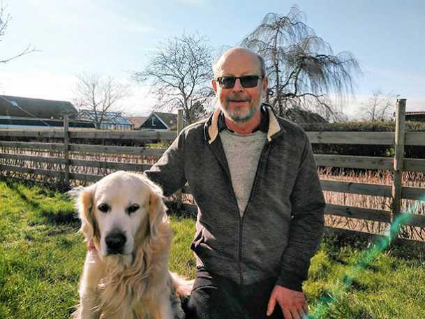 Professorn Ronald Kröger och hunden Kevin är båda nyckelfigurer i forskningen om hundarnas tidigare okända värmesinne.