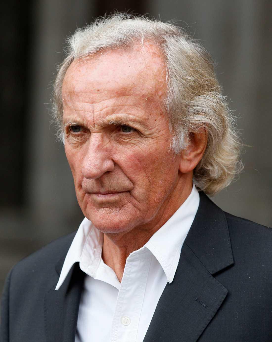 Australiensiske författaren John Pilger stödjer Julian Assange.
