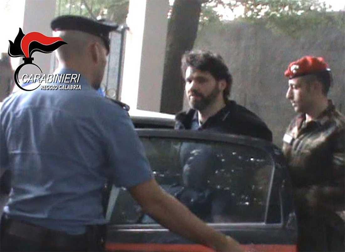 Ernesto Fazzalari när han grips av polisen.