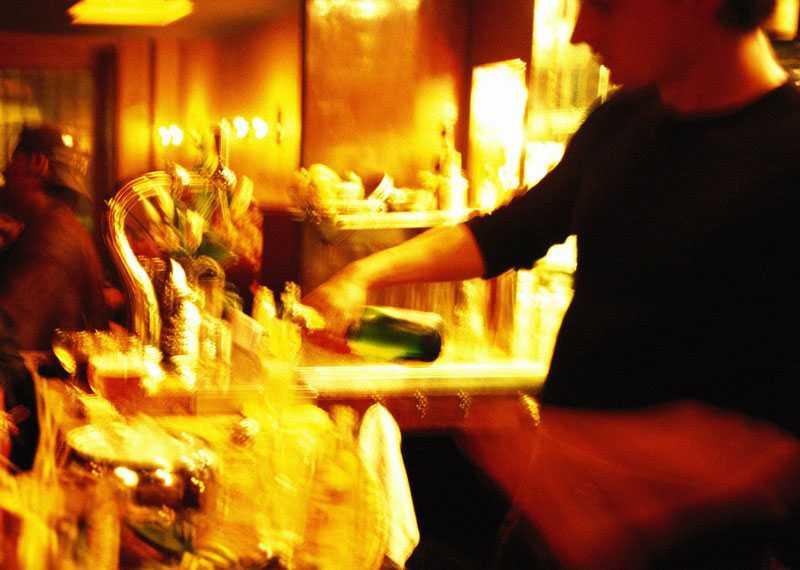 Avreagera dig i baren På krogen Casa Pocho utanför Valencia är det helt okej att vara oförskämd.