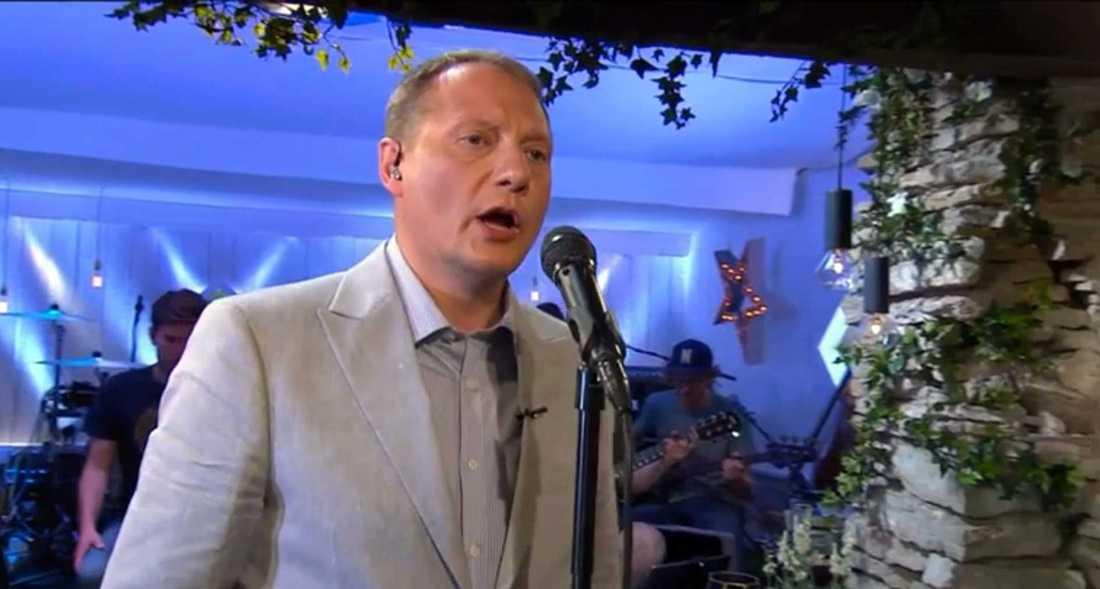 """Magnus Carlson sjunger """"Sommarlängtan"""" ."""
