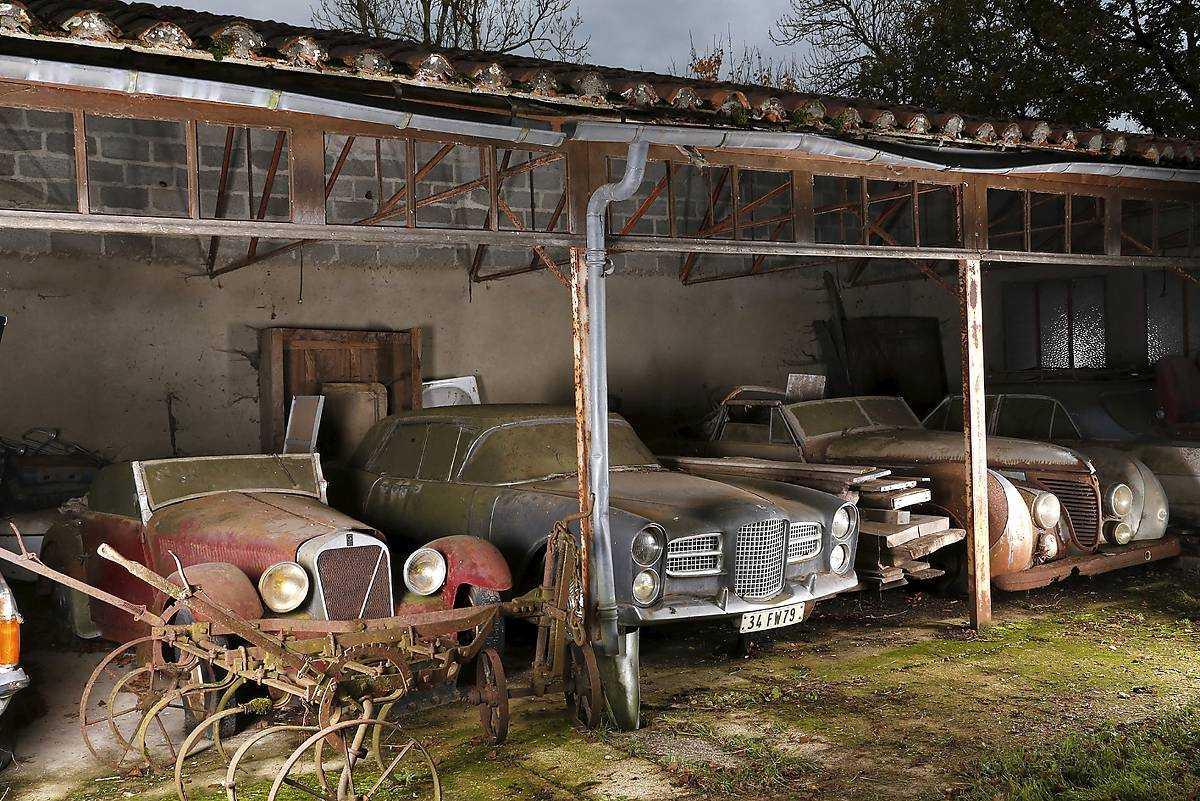 Kung Farouks Talbot-Lago T26 cabriolet och en Facel Vega Excellence.