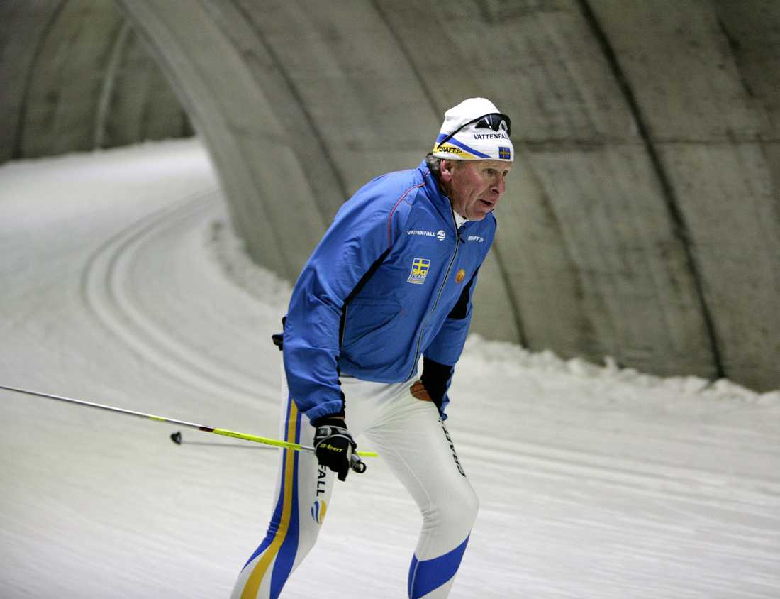 Bråten tränar med svenska skidlandslaget i Fortum Ski Tunnel i Torsby 2006.