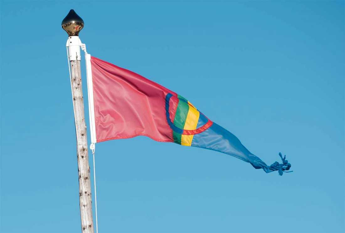 Samisk politiker planerar en flaggprotest.