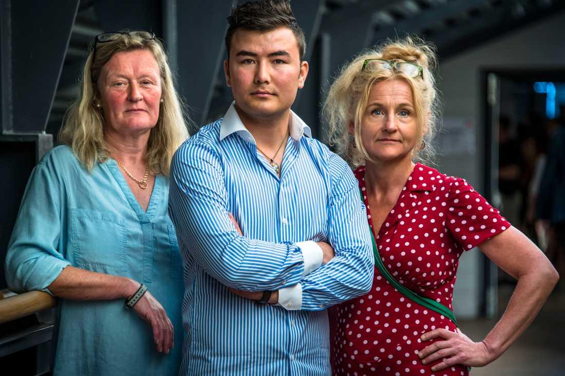 Mujtaba Attai, ordförande för Sveriges Ensamkommandes Förening (mitten) med Marina Bengtsson och Eva Thyselius.