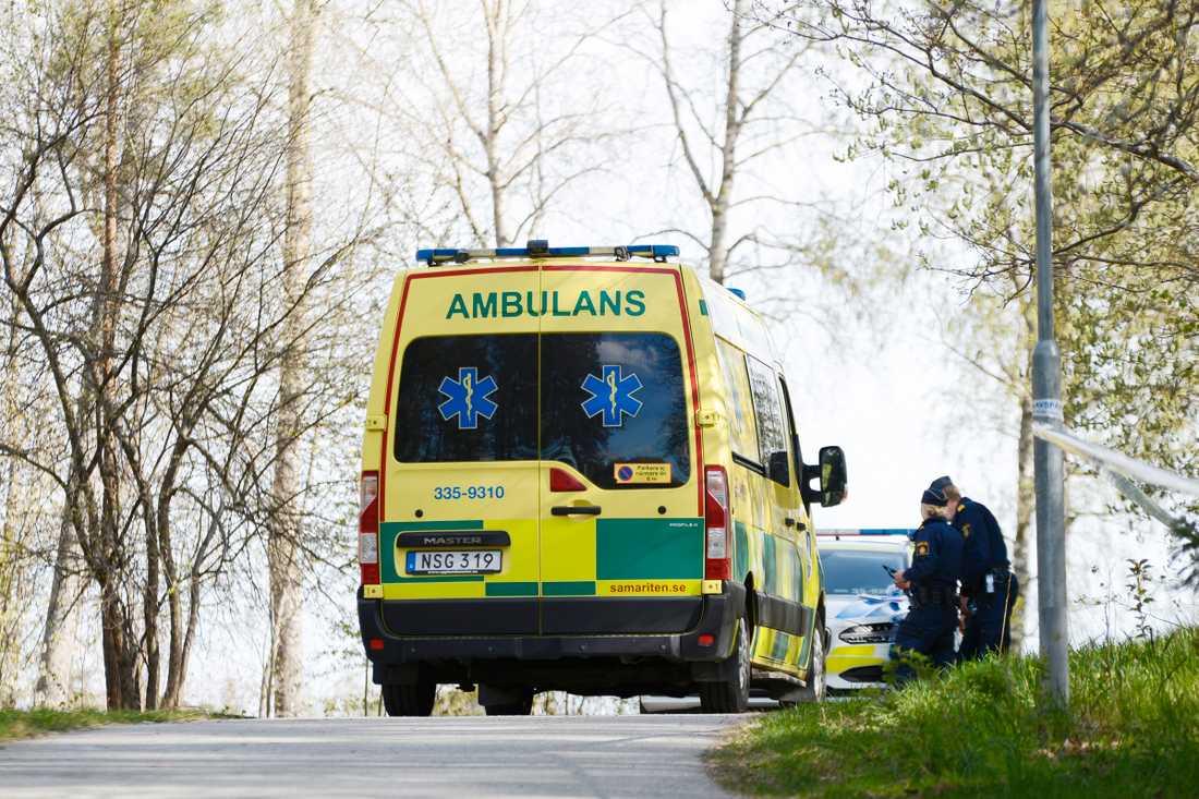 Enligt uppgifter till Aftonbladet ska det vara en yngre kvinna som har hittats död vid en skola i Märsta norr om Stockholm.