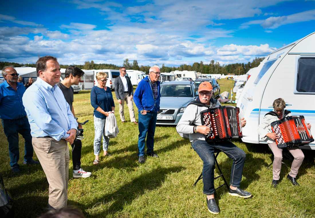 Statsminister Stefan Löfven (S) besökte på onsdagen bland annat en dragspelsstämma i Ransäter i Värmland.