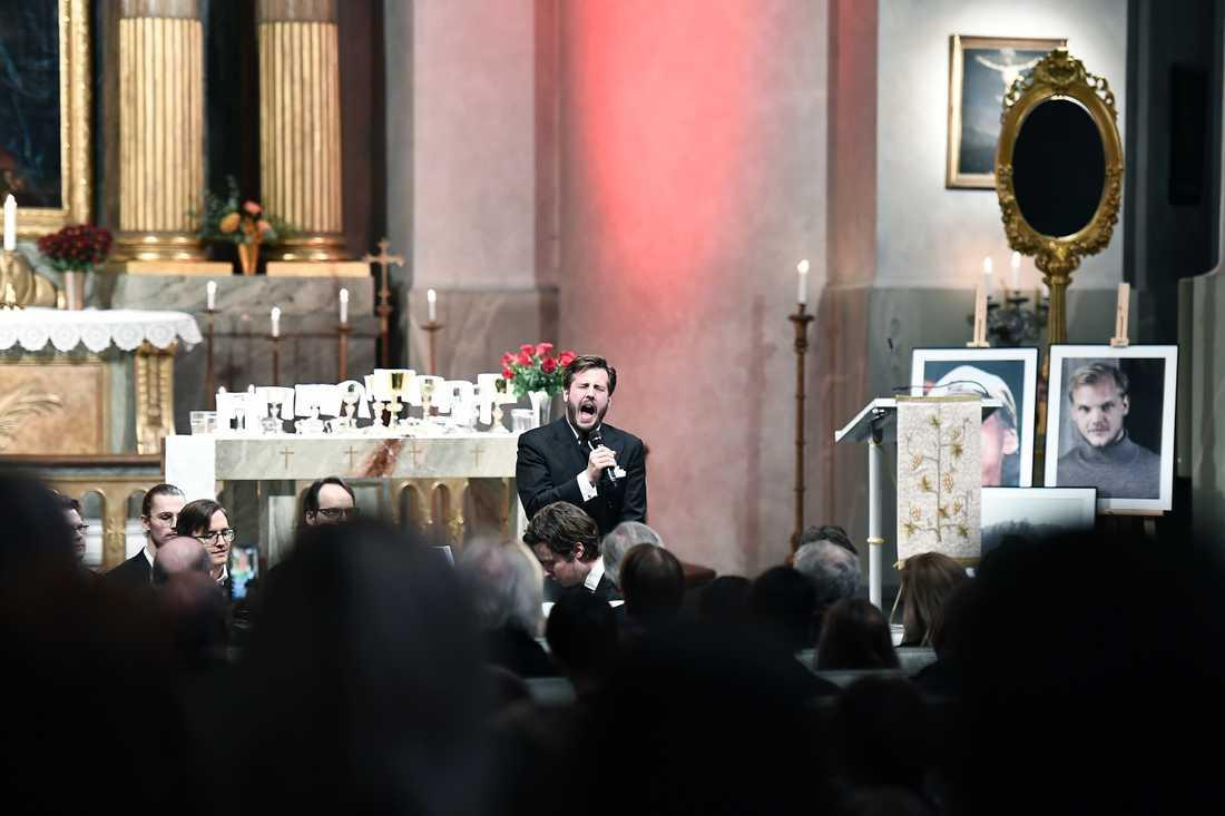 Lukas Krüger sjöng i kyrkan.