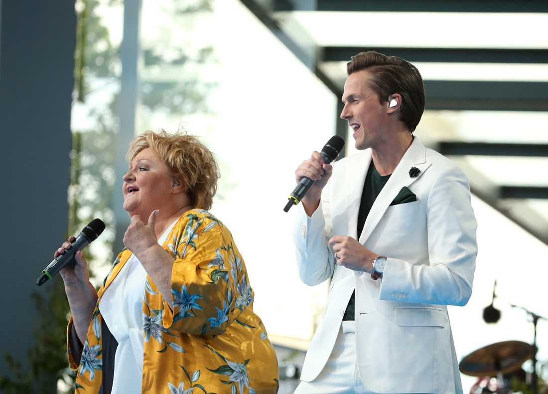 David Lindgren och Marianne Mörck framförde ett medley av Lill-Babs låtar.