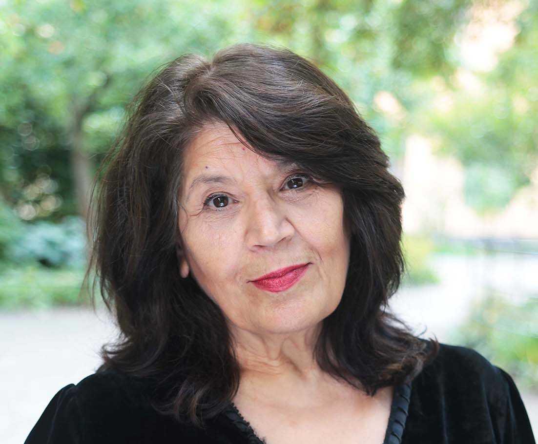 """Jila Mossaed (född 1948) fick Aftonbladets litteraturpris 2015 för diktsamlingen """"Jag föder rådjuret""""."""