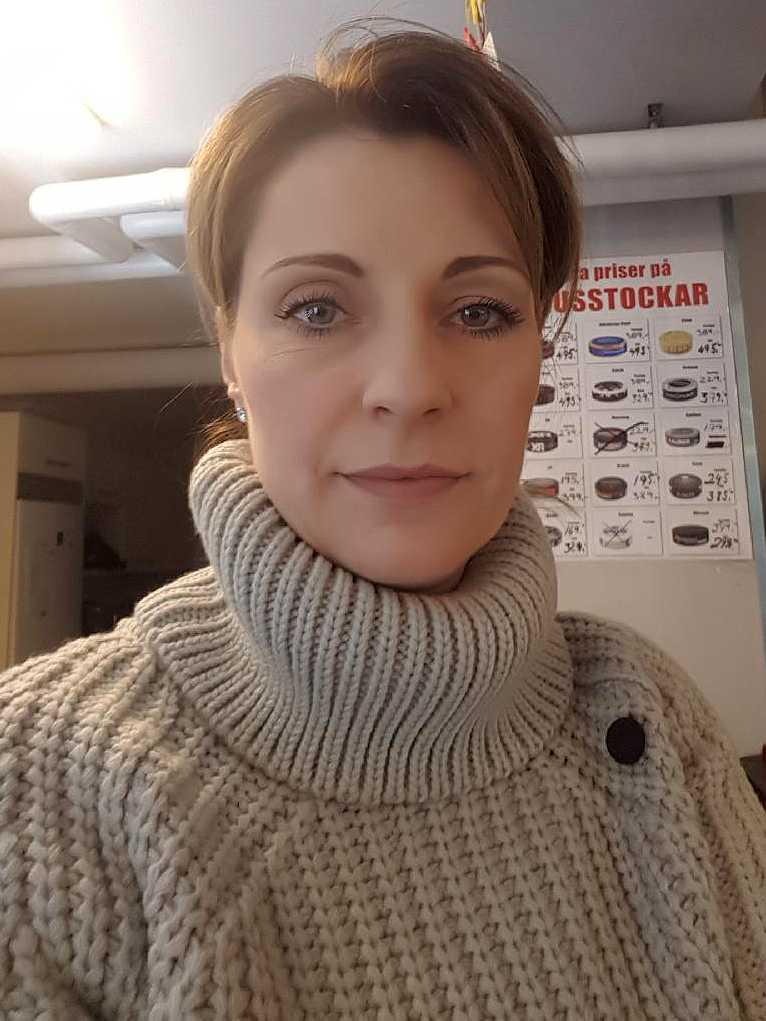 Elvira Masic, 42, äger Infartens Spel & Tobak i Landskona tillsammans med sin man Hajrudin.