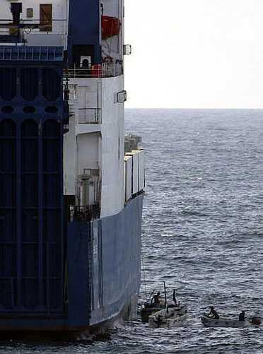 Piraterna kapade vapenfartyget för elva dagar sedan. Fartyget innehåller 33 ryska stridsvagnar och ammunition.