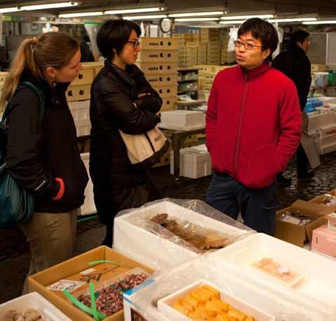Tabayaki Kamata är grosshandlare på världens största fiskmarknad. Nu när en kärnkraftskatastrof hotar är han orolig för fiskehandelns framtid i Japan.