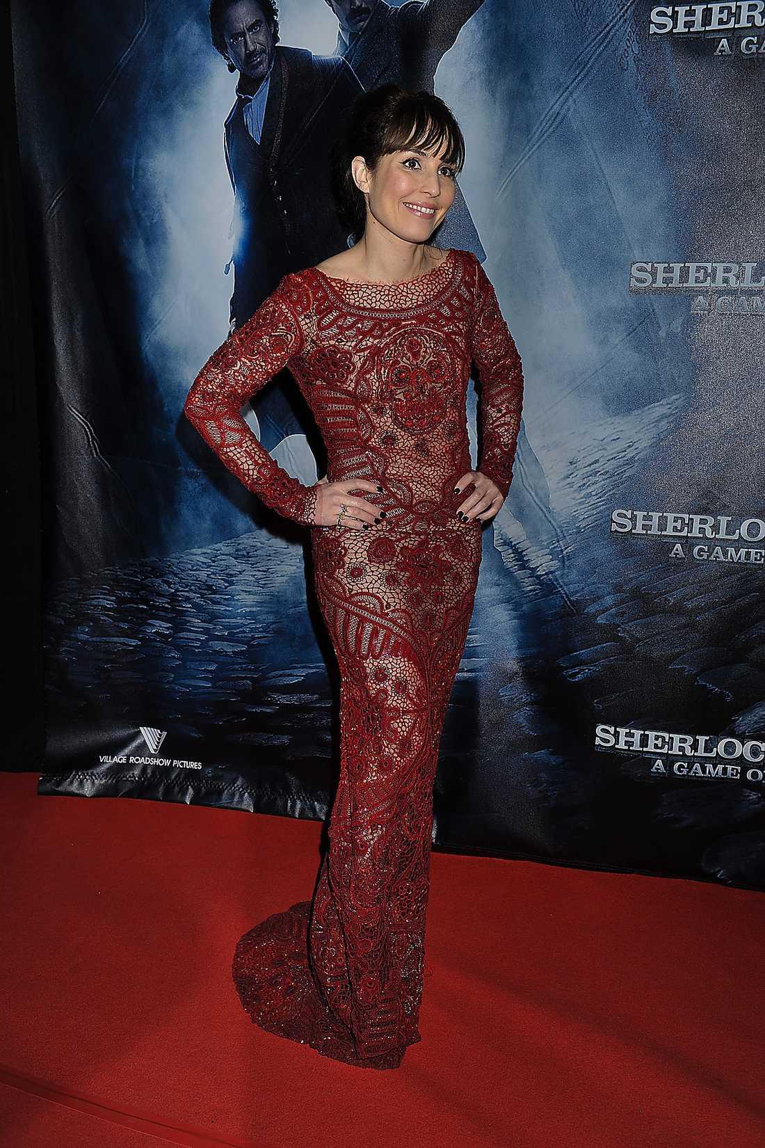 """Galapremiären av """"Sherlock Holmes 2"""" lockade många kändisar till biograf Saga i Stockholm i går eftermiddags. Som representant för filmen fanns Hollywoodebutanten Noomi Rapace på plats för en blixtvisit på röda mattan."""