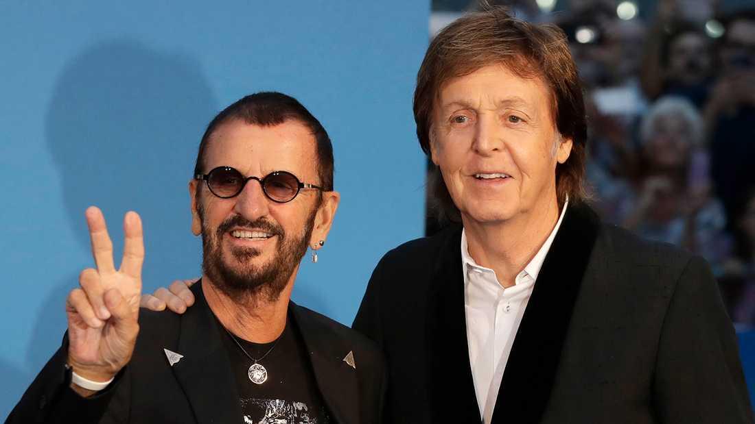 Nu är bägge ex-Beatles-medlemmarna adlade. Paul McCartney blev adlad redan 1997.