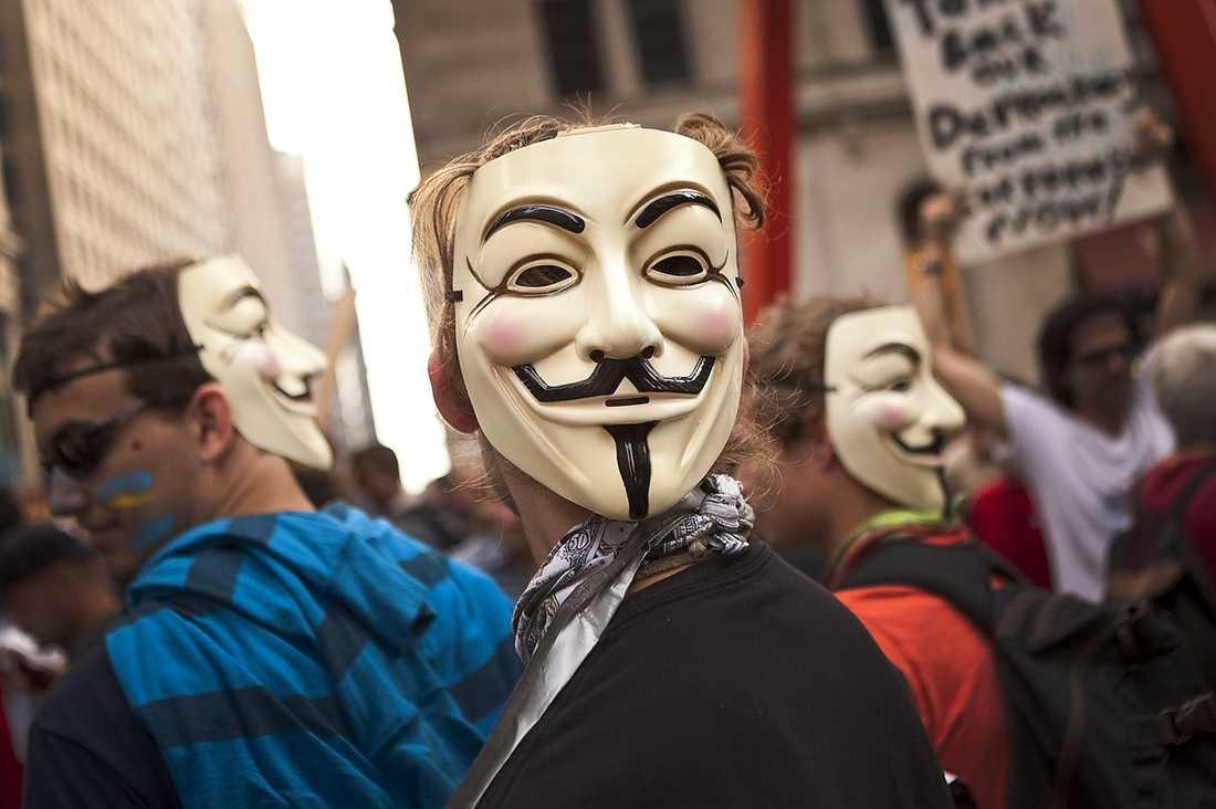 MASKERAD PROTEST Demonstranter med Guy Fawkes-masker i New York. Foto: AP
