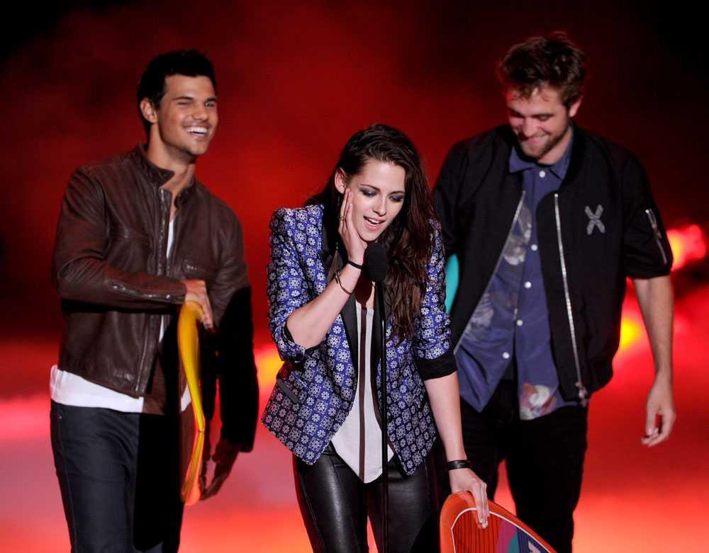 Det sista officiella framträdandet skedde på Teen Choice Awards-galan i juli.