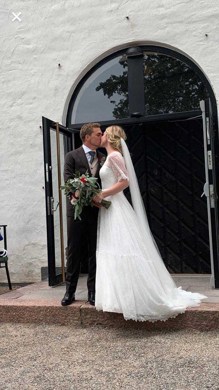 Herr och fru! Tim och Emilia Kahlbom.