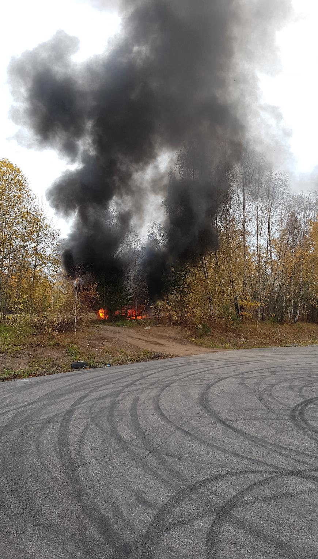 Gärningsmännen tände eld på en av flyktbilarna.