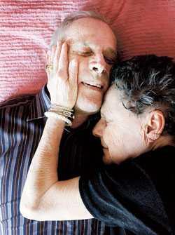 """""""Vi trodde nog båda att vi skulle leva resten av våra liv ensamma"""" säger Karl-Johan och Maj-Lis."""