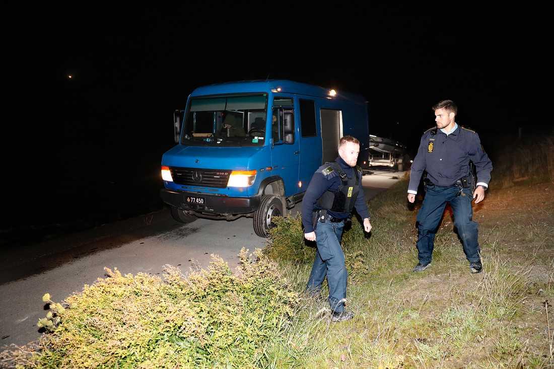 Dansk polis på plats sent på måndagskvällen.
