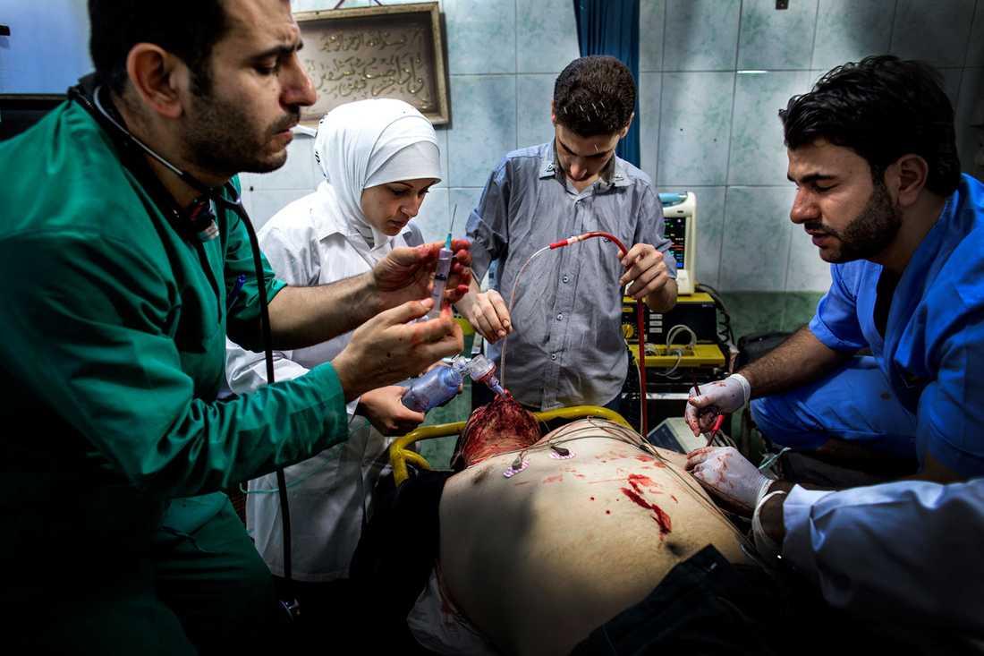 Överläkaren Osman al-Hag på sjukhuset.