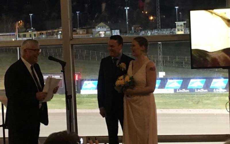 Under måndagen, i samband med V64-tävlingarna, hölls ett giftermål på Halmstadtravet