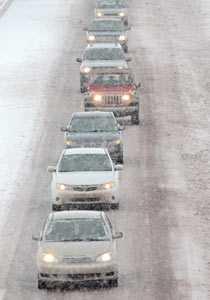 Bilarna rör sig i en långsam karavan utanför Santa Fe i New Mexico.