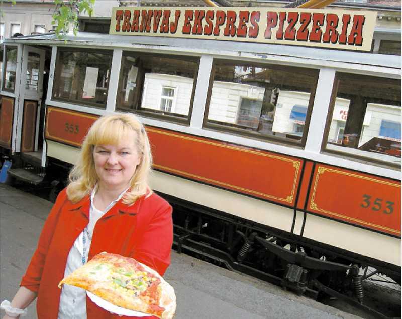 SLAJSAT OCH KLART Majda Bojt Dada serverar några av Ljubljanas godaste pizzor.