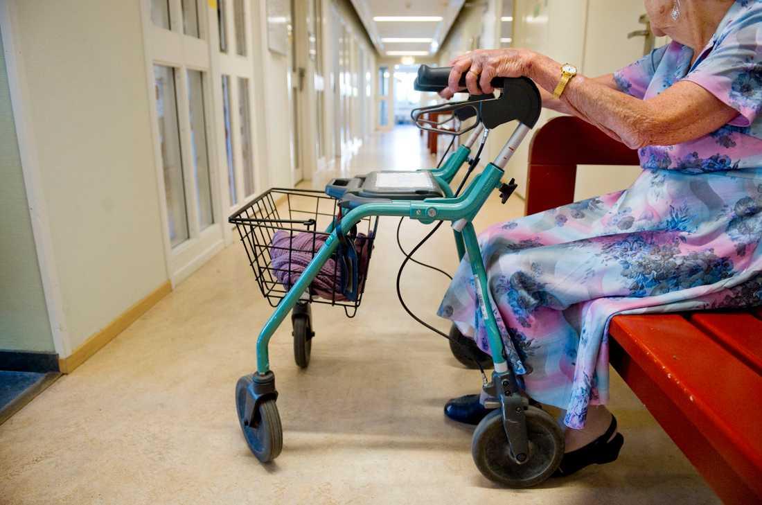 Ivo har i veckan riktat mycket stark och allvarlig kritik mot samtliga regioner för stora brister i vården av äldre människor under coronapandemin.