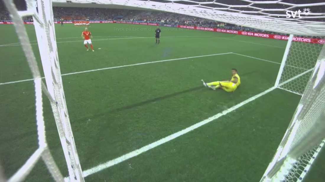 MÅL! Arjen Robben Bollen sitter perfekt  nere till höger.